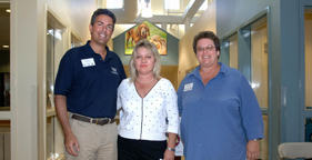 The HSUS's Wayne Pacelle with reps of Vicksburg-Warren Humane Society and Maddie's Fund